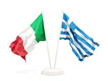 Deux drapeaux de ondulation de l'Italie et de la Grèce illustration libre de droits