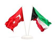 Deux drapeaux de ondulation de la Turquie et du Kow?it d'isolement sur le blanc illustration libre de droits