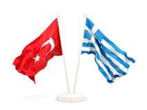 Deux drapeaux de ondulation de la Turquie et de la Gr?ce d'isolement sur le blanc illustration stock
