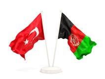 Deux drapeaux de ondulation de la Turquie et de l'Afghanistan d'isolement sur le blanc illustration stock