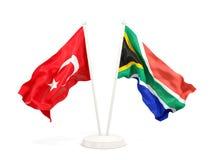 Deux drapeaux de ondulation de la Turquie et de l'Afrique du Sud d'isolement sur le blanc illustration libre de droits