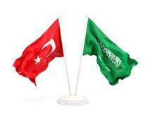 Deux drapeaux de ondulation de la Turquie et de l'Arabie Saoudite d'isolement sur le blanc illustration libre de droits