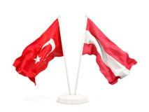Deux drapeaux de ondulation de la Turquie et de l'Autriche d'isolement sur le blanc illustration stock
