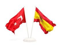 Deux drapeaux de ondulation de la Turquie et de l'Espagne d'isolement sur le blanc illustration stock