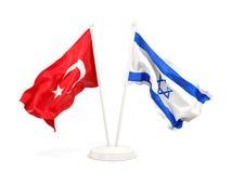 Deux drapeaux de ondulation de la Turquie et de l'Isra?l d'isolement sur le blanc illustration stock