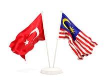 Deux drapeaux de ondulation de la Turquie et de la Malaisie d'isolement sur le blanc illustration de vecteur