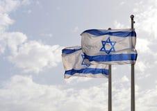 Deux drapeaux israéliens tissant dans le vent Images libres de droits