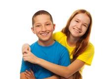Deux enfants étreignants Photographie stock