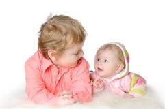 Deux enfants adorables - soeur et frère Images libres de droits