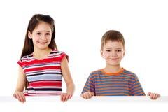 Deux enfants avec le blanc vide Photos stock