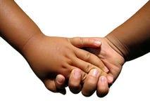 Deux enfants en bas âge retenant des mains. Images libres de droits