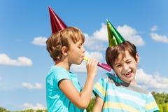 Deux enfants pranking Images libres de droits