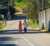 Deux enfants sur la route Images libres de droits