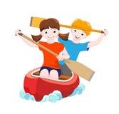 Deux enfants sur le canoë rouge Photos libres de droits