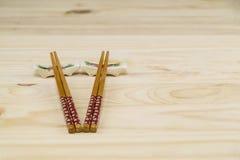 Deux ensembles de bâtons et de supports de côtelette Photographie stock libre de droits