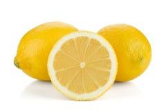 Deux et demi de citrons mûrs Photos stock