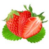 Deux et demi fraise avec la feuille sur le blanc Images stock