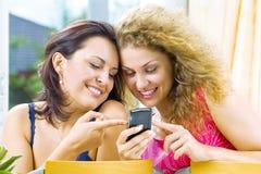 Deux et téléphone portable Image libre de droits
