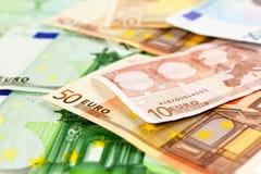 Deux euro notes avec la réflexion Images stock