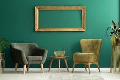 Deux fauteuils et tables Image libre de droits