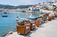 Deux fauteuils sur le bord de mer Photos libres de droits