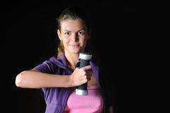 Deux femmes établissent dans le club de forme physique Photo libre de droits
