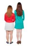 Deux femmes amicales aux cheveux longs Images stock