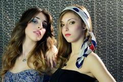 Deux femmes avec les yeux intenses Images libres de droits