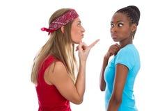 Deux femmes combattent - querelle parmi des femmes - d'isolement sur le blanc Photos stock