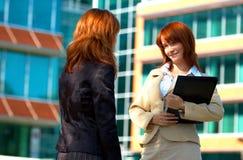 Deux femmes d'affaires Photo stock