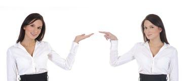 Deux femmes d'affaires se dirigent à l'un l'autre Photographie stock libre de droits