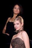 Deux femmes dans des robes de soirée photographie stock