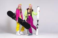 Deux femmes dans des vêtements chauds photos libres de droits