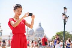 Deux femmes de achat à Venise, Italie Photographie stock