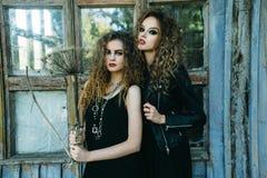 Deux femmes de vintage comme sorcières Photos libres de droits