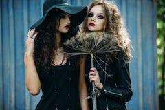 Deux femmes de vintage comme sorcières Image libre de droits