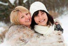 Deux femmes entre deux âges heureuses Image stock