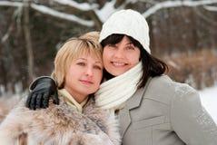 Deux femmes entre deux âges heureuses Photos libres de droits