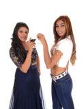 Deux femmes grillant avec du vin Photos libres de droits