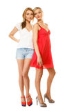 Deux femmes sexy de mode dans des vêtements d'été Image stock
