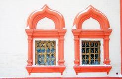 Deux fenêtres de St Basil Cathedral, place rouge, Moscou Photographie stock