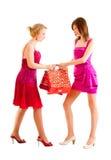 Deux filles après l'achat Photos stock