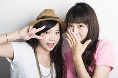 Deux filles asiatiques de sourire Images stock