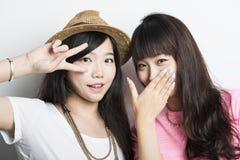Deux filles asiatiques de sourire Image libre de droits