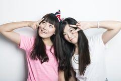 Deux filles asiatiques de sourire Image stock