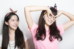 Deux filles asiatiques de sourire Photo libre de droits