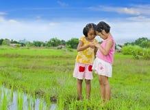 Deux filles asiatiques mignonnes Photos stock