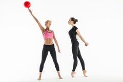 Deux filles avec des boules Photographie stock libre de droits