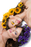 Deux filles avec des fleurs dans les cheveux Images stock