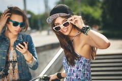 Deux filles belles et de sensualité Photos libres de droits